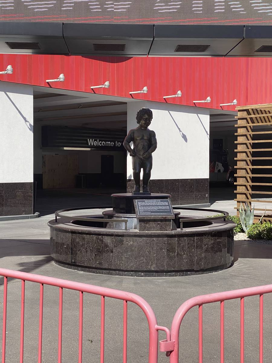 A look at the Mannekin Pis statue at the D Las Vegas, temporarily closed for COVID-19, on Tuesd ...