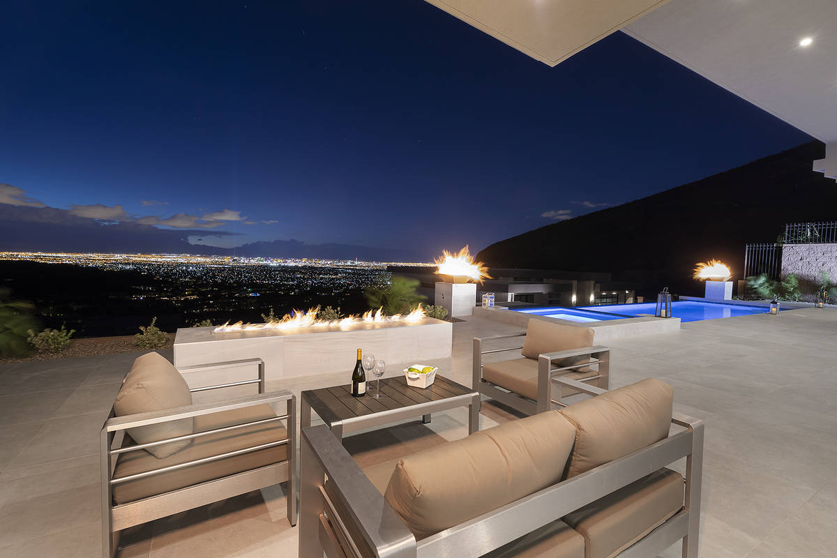 This Richard Luke Collection home shows how indoor/outdoor spaces work in luxury homes. (Richar ...