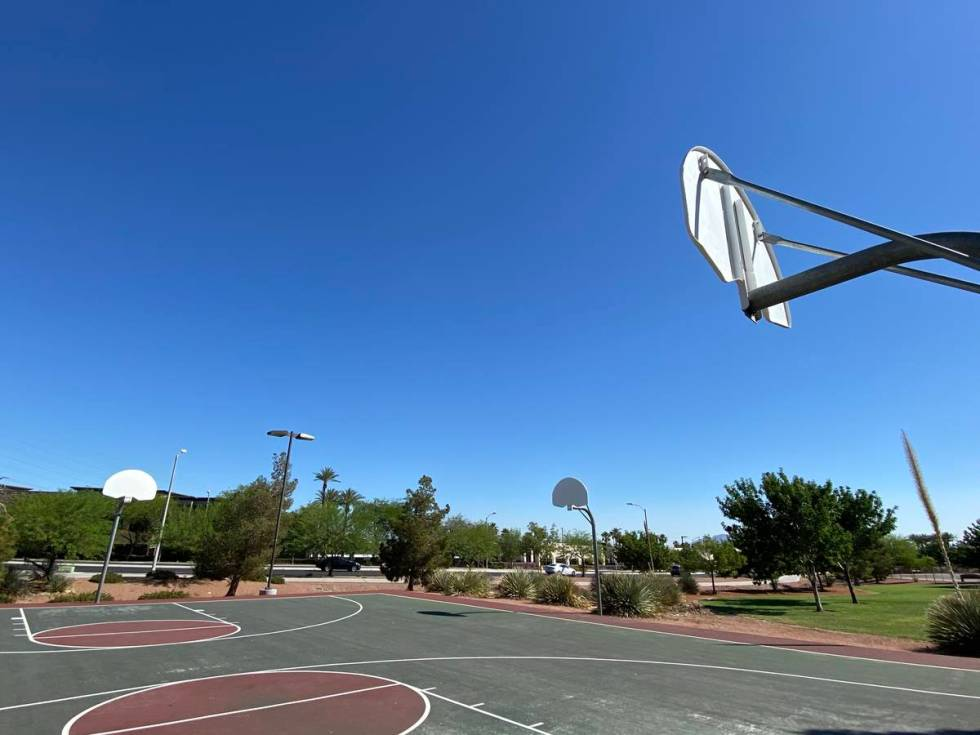 Basketball rims remain down at Paseo Vista Park in Henderson (Mick Akers/Las Vegas Review-Journal)