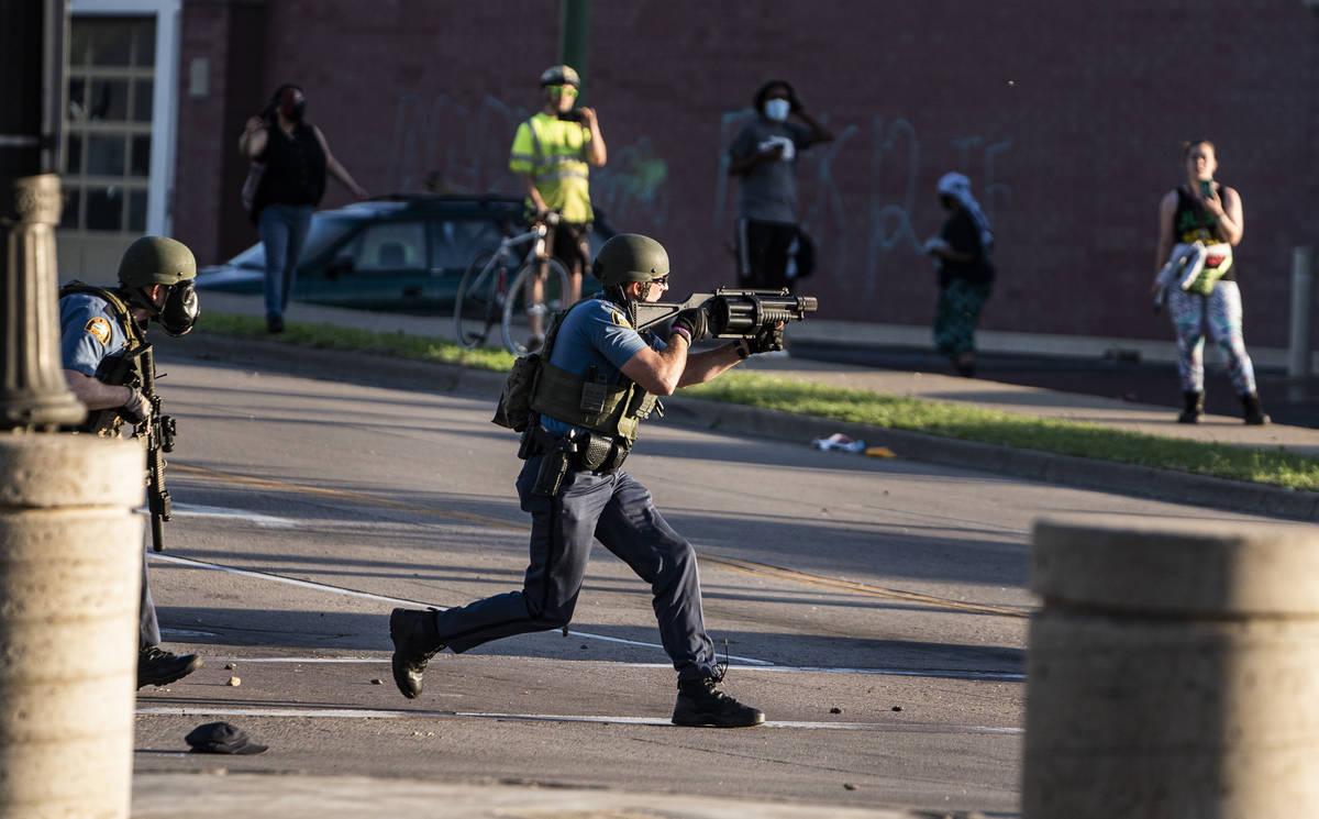 https://www.reviewjournal.com/wp-content/uploads/2020/05/13798417_web1_Minneapolis-Police-Death-11.jpg