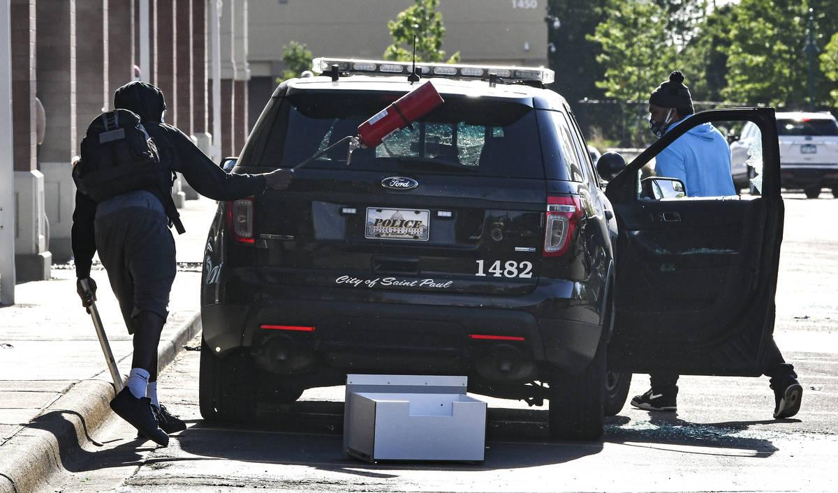 https://www.reviewjournal.com/wp-content/uploads/2020/05/13798417_web1_Minneapolis-Police-Death-3.jpg
