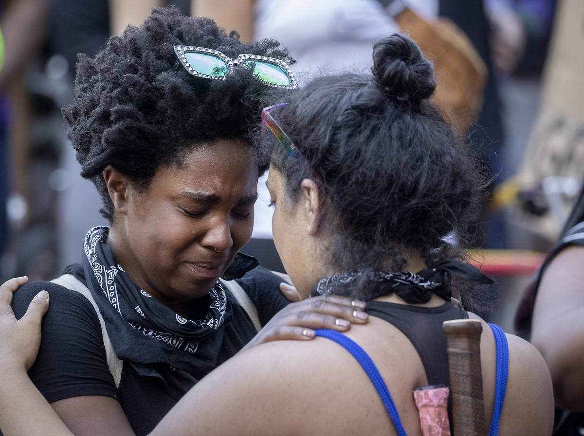 https://www.reviewjournal.com/wp-content/uploads/2020/05/13798417_web1_Minneapolis-Police-Death-8.jpg