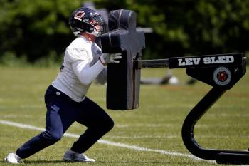 Chicago Bears linebacker Nick Kwiatkoski works out during NFL football practice Tuesday, May 30 ...