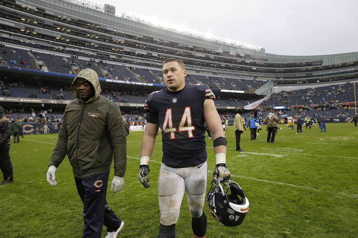 Chicago Bears inside linebacker Nick Kwiatkoski (44) walks off the field after an NFL football ...