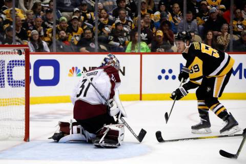 Pittsburgh Penguins' Jake Guentzel (59) scores against Colorado Avalanche goaltender Philipp Gr ...