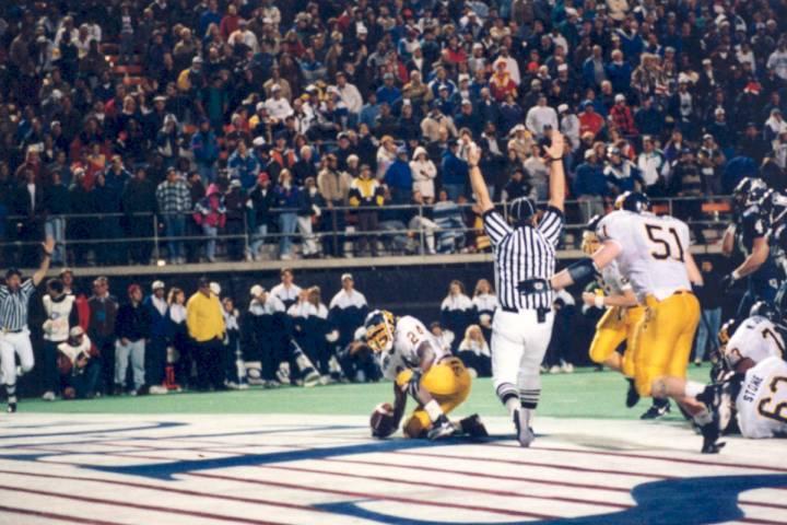 Toledo running back Wasean Tait scores the winning touchdown in the 1995 Las Vegas Bowl. Photo ...