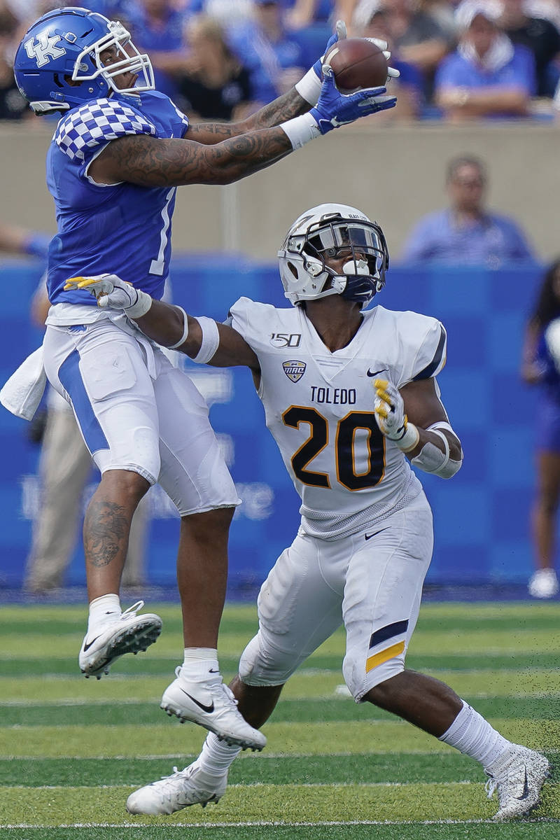 Kentucky wide receiver Lynn Bowden Jr. (1) catches a pass over the head of Toledo safety Saeed ...