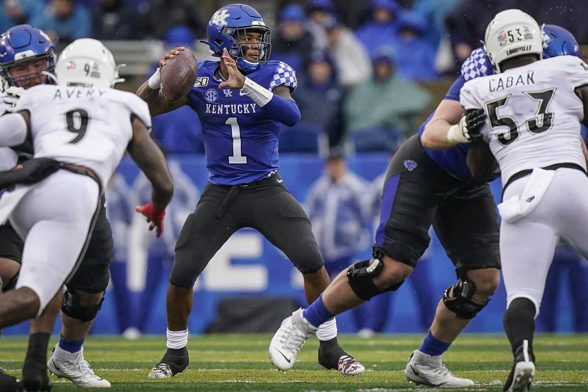 Kentucky quarterback Lynn Bowden Jr. (1) passes the ball during the first half of the NCAA coll ...