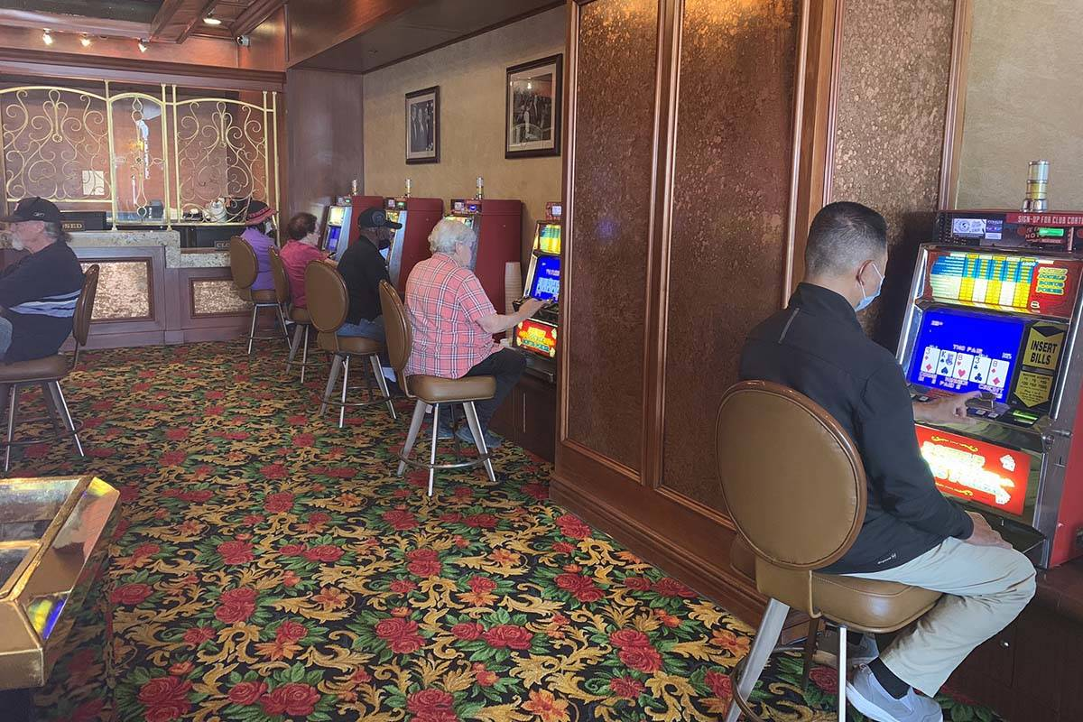 Almost 11 a.m. and the only noise is slots at El Cortez on June 4, 2020. (Sabrina Schnur/Las Ve ...