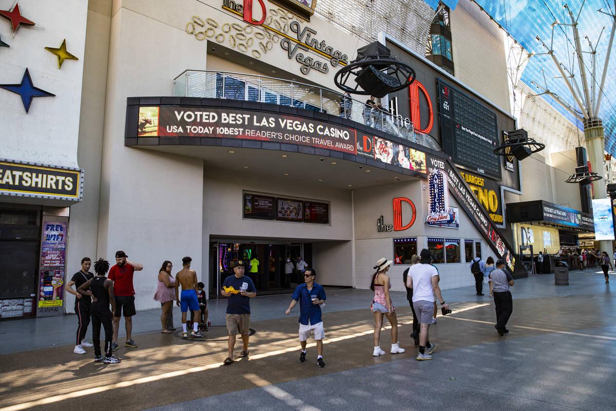 Las Vegas Casinos Host 1st Weekend Crowds Since Shutdown Las Vegas Review Journal