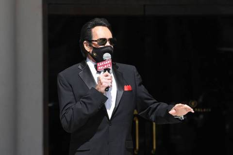 Wayne Newton speaks during the reopening of Caesars Palace and the Flamingo on June 4, 2020. (D ...