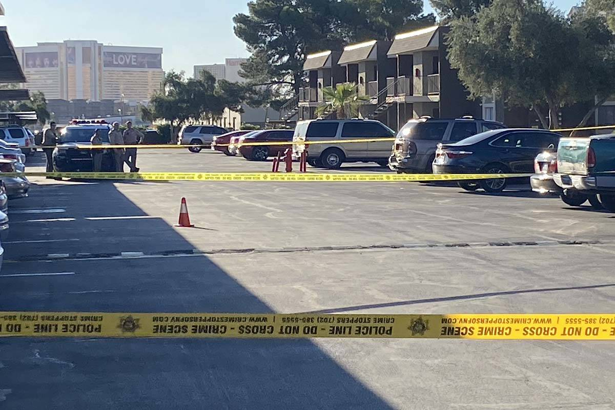 Las Vegas police investigate a shooting at an apartment complex in the 3800 block of Wynn Road, ...