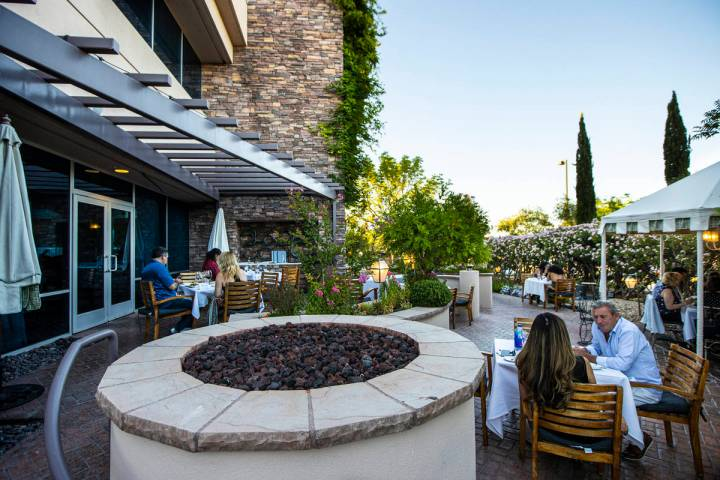 People dine outdoors at Vintner Grill in Las Vegas on Wednesday, June 10, 2020. (Chase Stevens/ ...