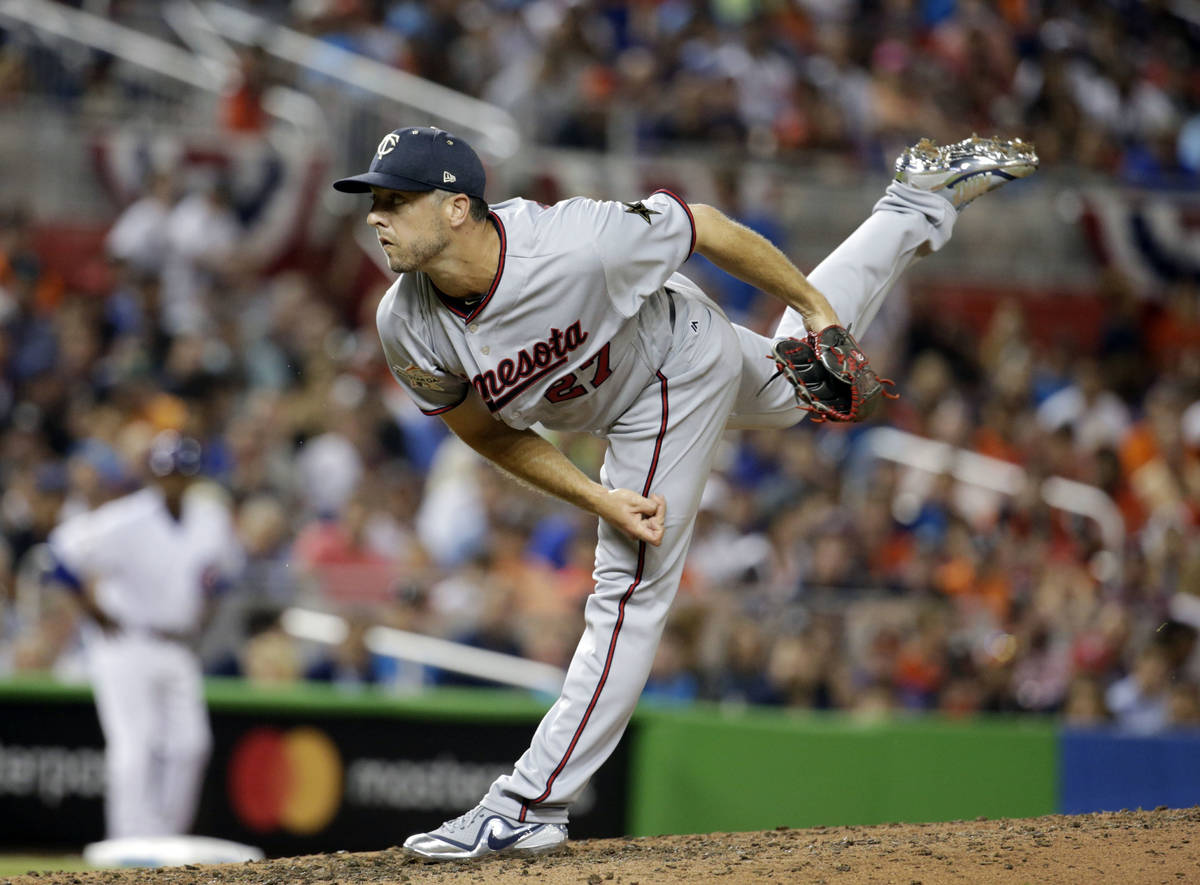 American League Minnesota Twins pitcher Brandon Kintzler (27), delivers a pitch, in the fifth i ...
