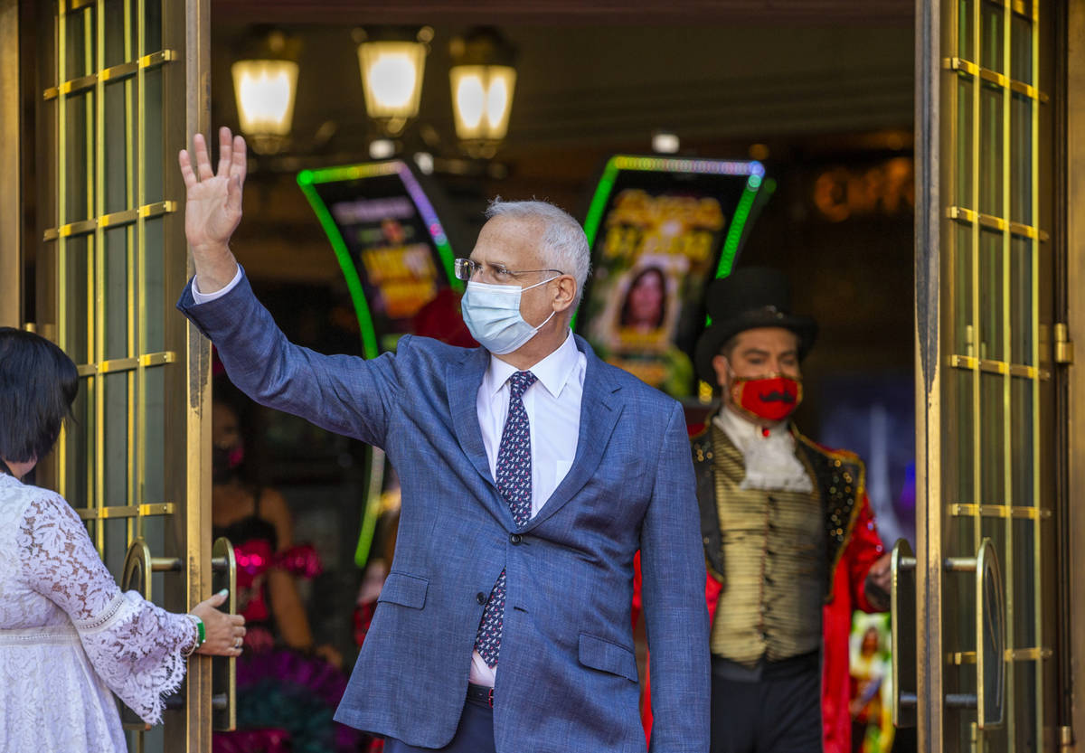 Paris Las Vegas Regional President Gary Selsner waves to those gathered outside for their reope ...