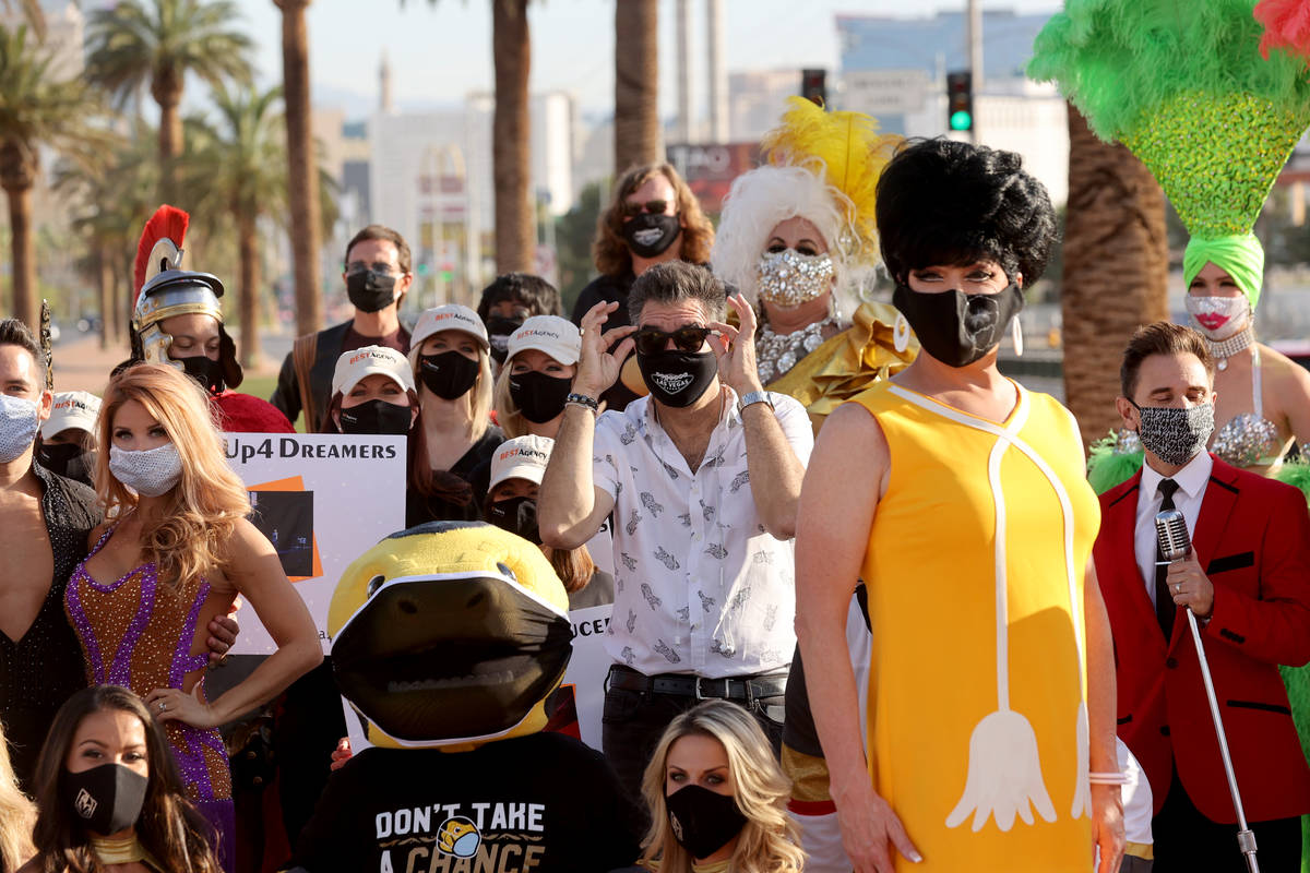 Las Vegas Review-Journal columnist John Katsilometes, center, poses with entertainers at the We ...