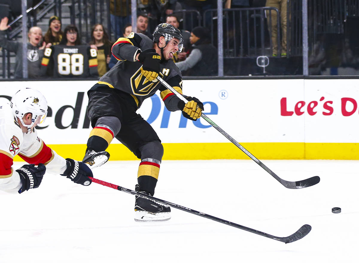Golden Knights' Reilly Smith (19) shoots to score an empty net goal during the third period of ...