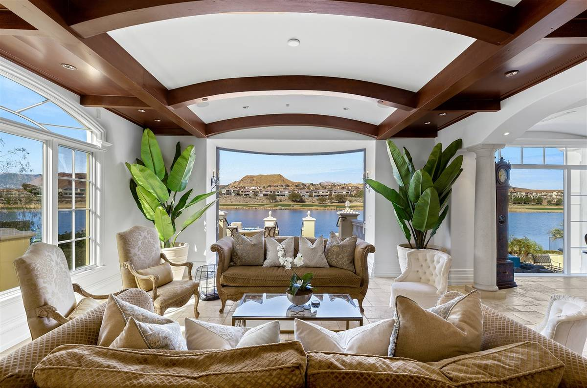 The living room has a view of the lake. (Luxurious Real Estate)