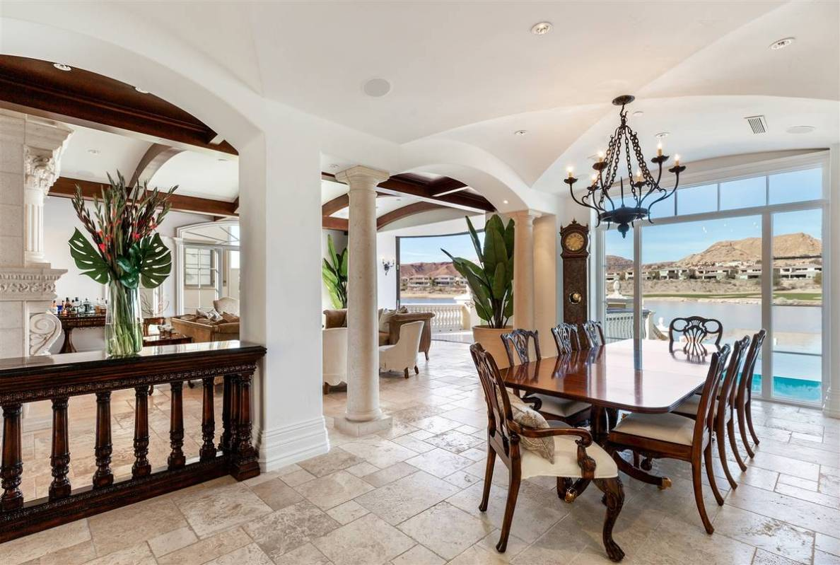 The formal dining room. (Luxurious Real Estate)