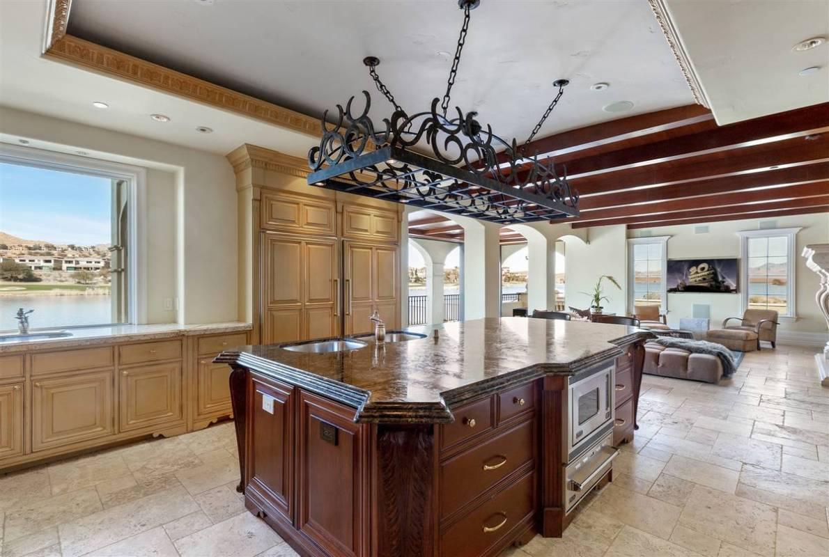 The main kitchen. (Luxurious Real Estate)