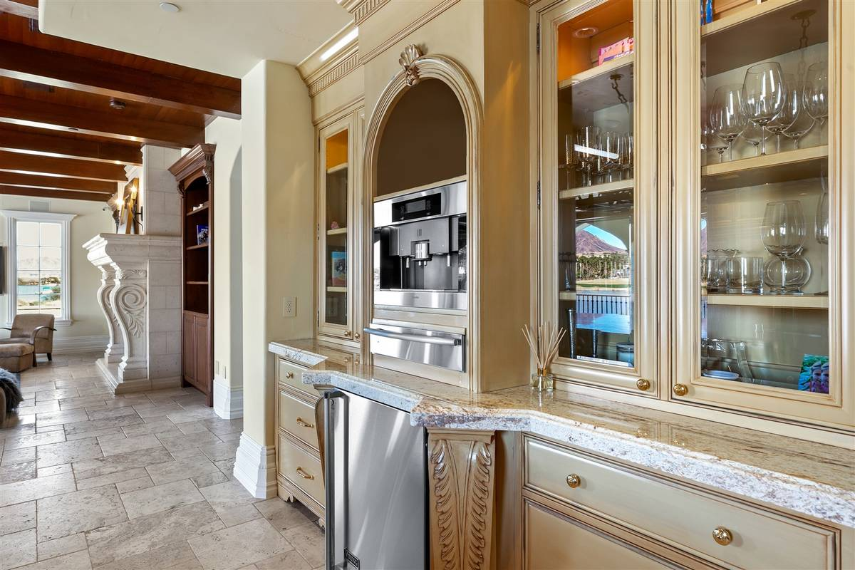 The butler's pantry. (Luxurious Real Estate)