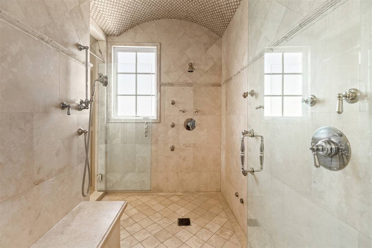 The master shower. (Luxurious Real Estate)