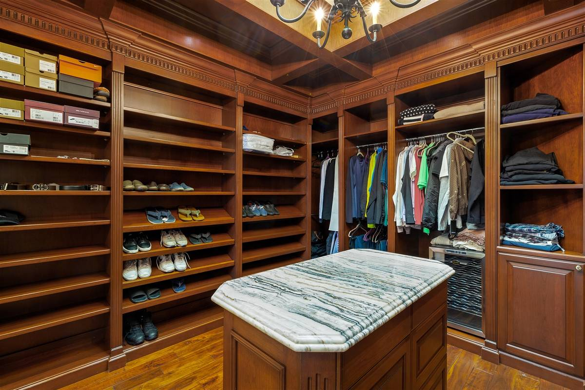 His closet. (Luxurious Real Estate)