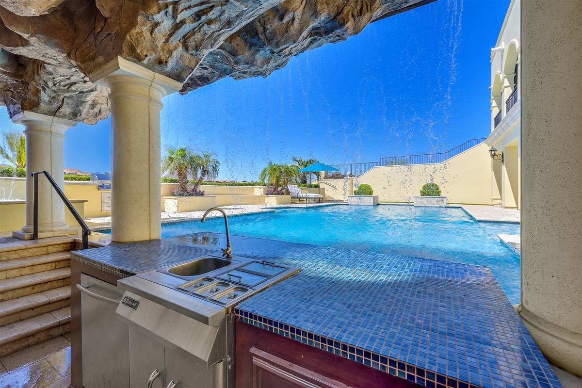 The outdoor kitchen. (Luxurious Real Estate)