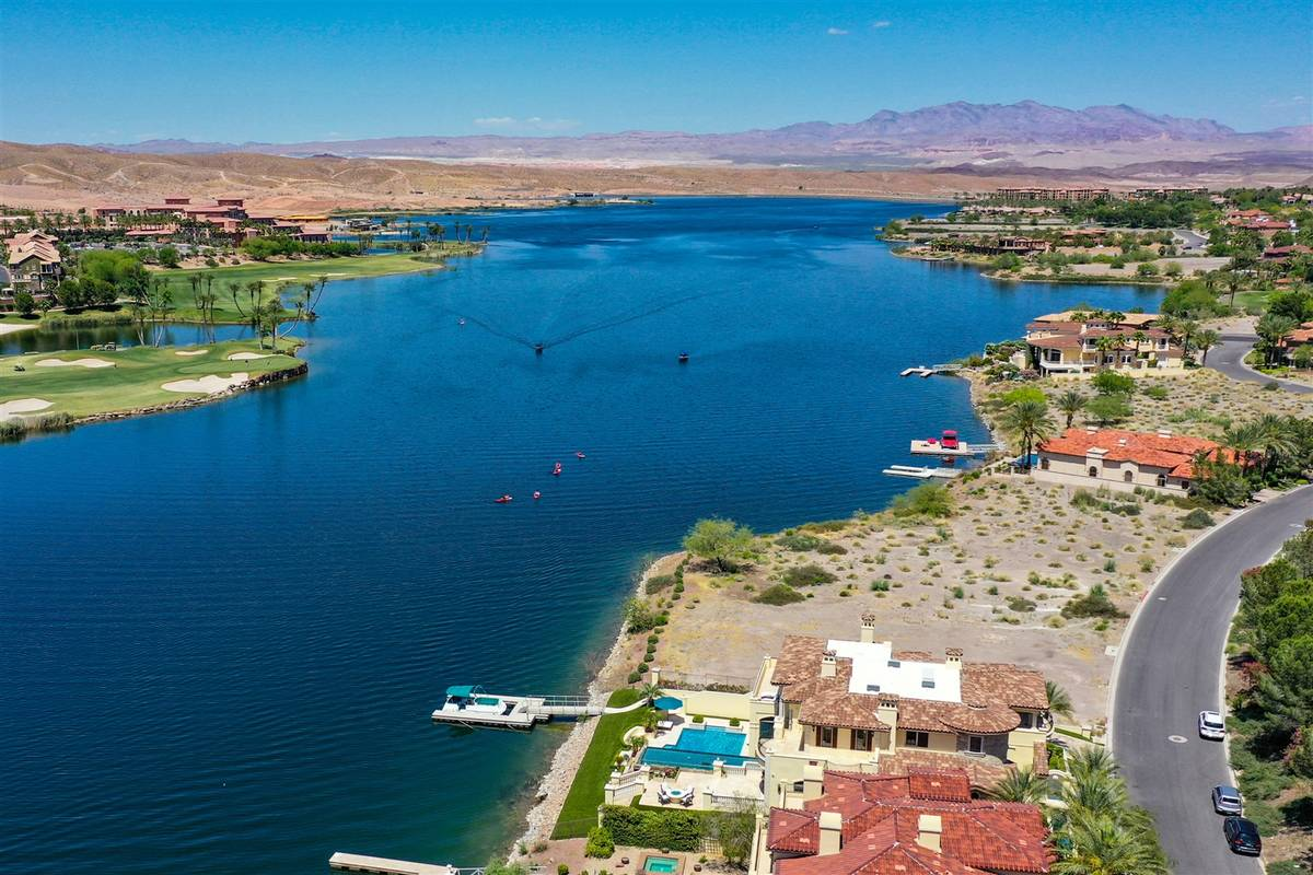 Lake Las Vegas SouthShore. (Luxurious Real Estate)