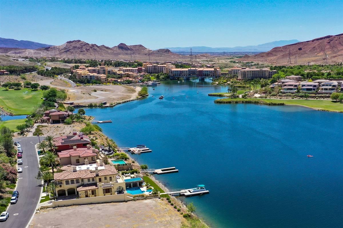 Lake Las Vegas SouthShore. (Luxurious Real Estate)