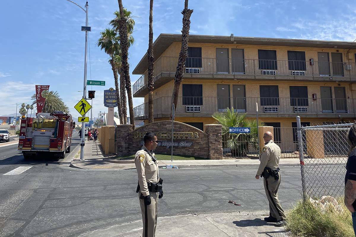 A fire at the Siegel Suites at 700 Las Vegas Blvd. North, near Bonanza Road forced the evacuati ...