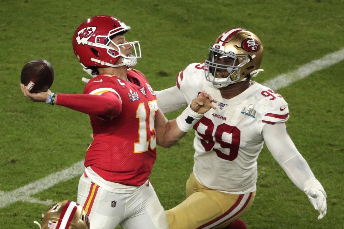 Kansas City Chiefs quarterback Patrick Mahomes (15) aims a pass to Tyreek Hill (10) as San Fran ...