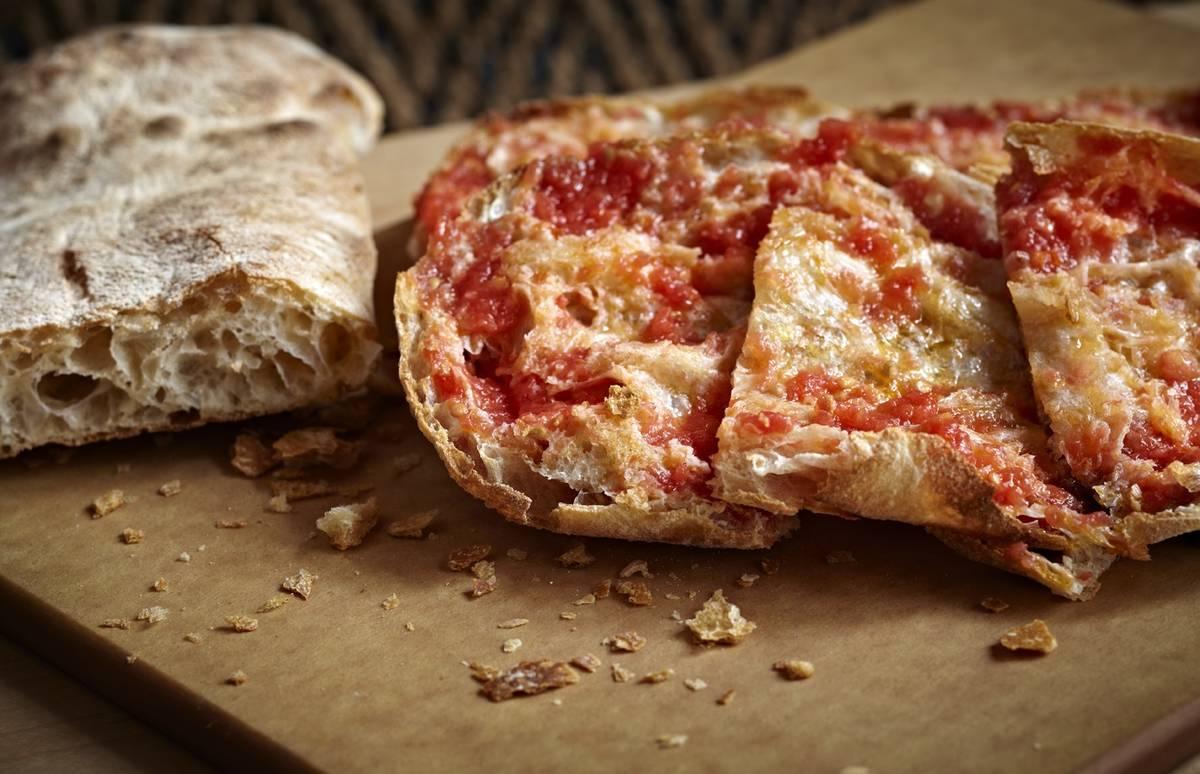 Pan de cristal con tomate at Jaleo. (Jaleo)