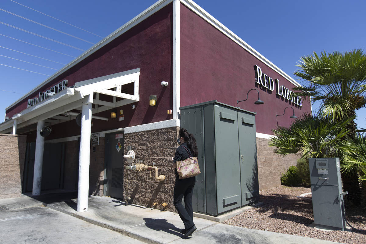 Alexis Cossman, who didn't receive any unemployment money despite filing, walks into Red Lobste ...