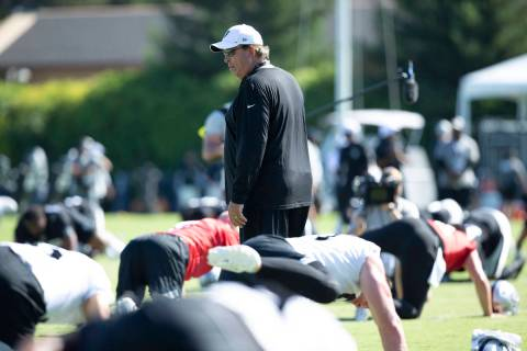 Oakland Raiders senior defensive assistant Mike Trgovac walks through the stretching period dur ...