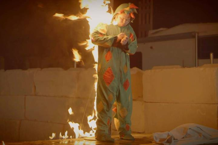 """Piff the Magic Dragon works with a lock to escape a flaming stake in his winning """"Tournament of ..."""