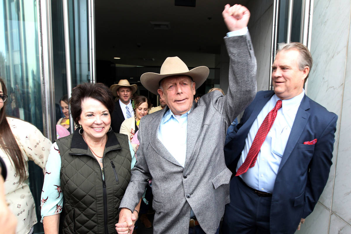 Cliven Bundy walks out of the Lloyd George U.S. Courthouse in Las Vegas a free man with his wif ...