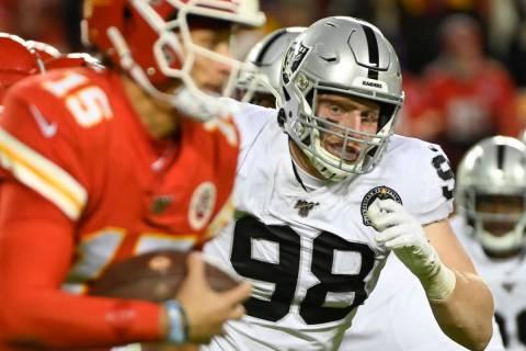 Oakland Raiders defensive end Maxx Crosby (98) chases Kansas City Chiefs quarterback Patrick Ma ...