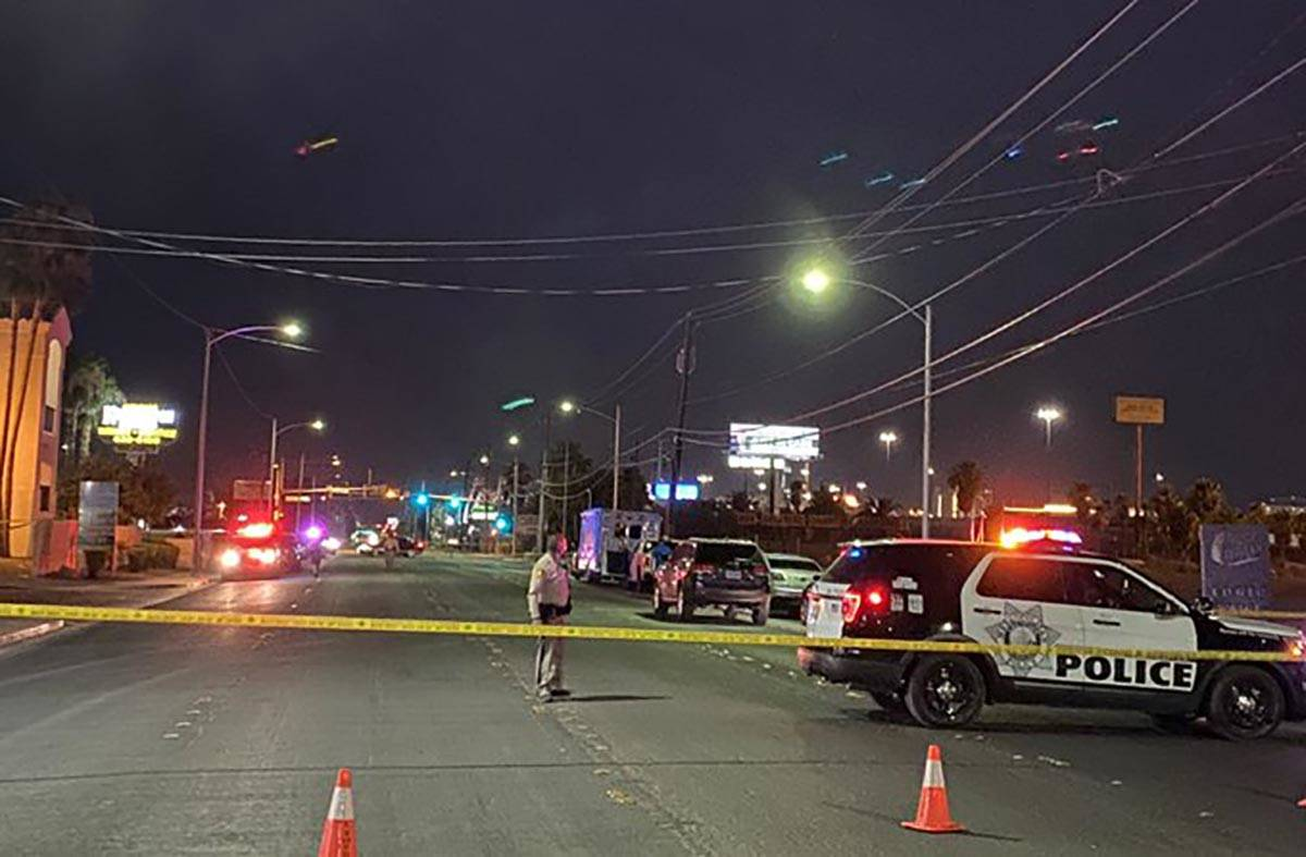 Las Vegas police investigate a homicide in the 2200 block of West Bonanza Road on Friday, Aug. ...
