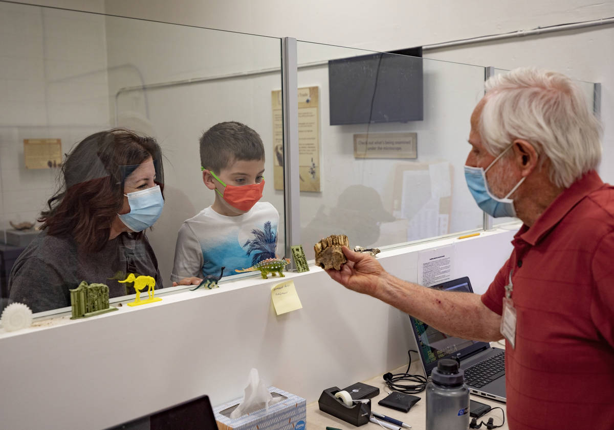 Museum attendees Tara Shiroff, left, and Alex Shiroff, 7, of Las Vegas, and Steve Rowland, pale ...