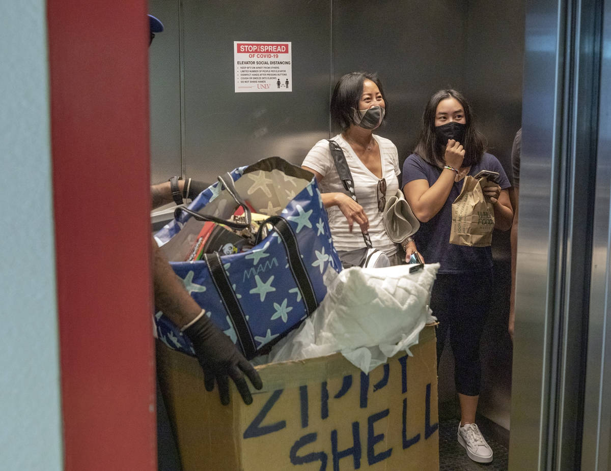 Sonia Louissaint, left, and UNLV freshman Lia Cheung, 18, of Miami, moves CheungÕs things ...