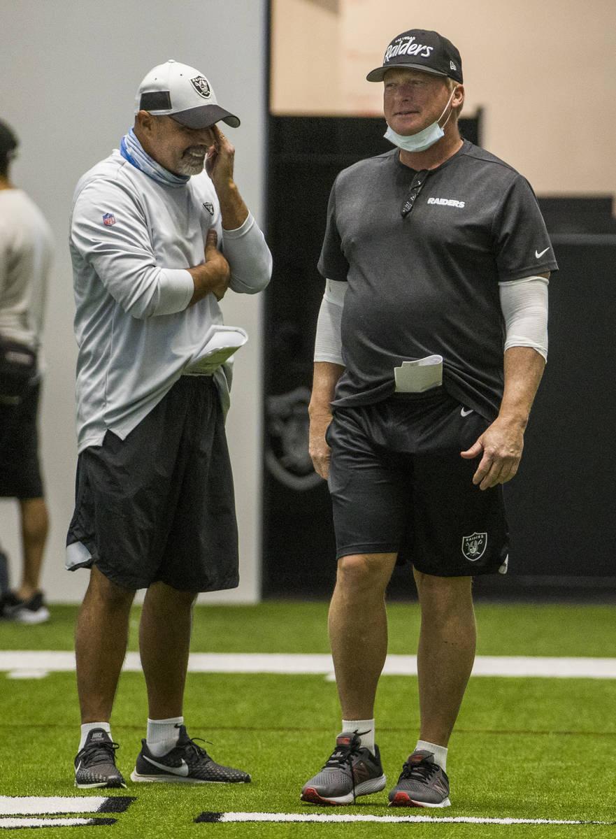Las Vegas Raiders head coach Jon Gruden, right, jokes with special teams coordinator Rich Bisac ...