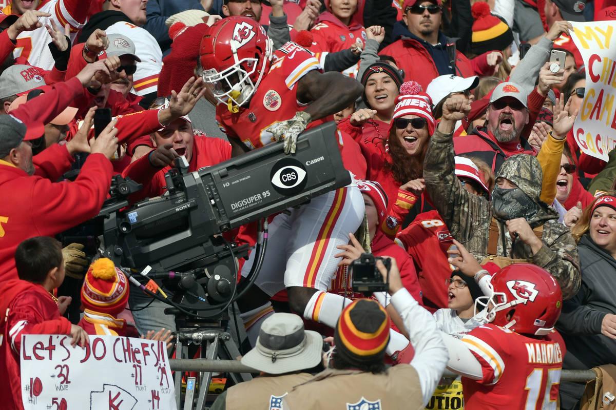 Kansas City Chiefs quarterback Patrick Mahomes (15) watches as wide receiver Tyreek Hill (10) c ...