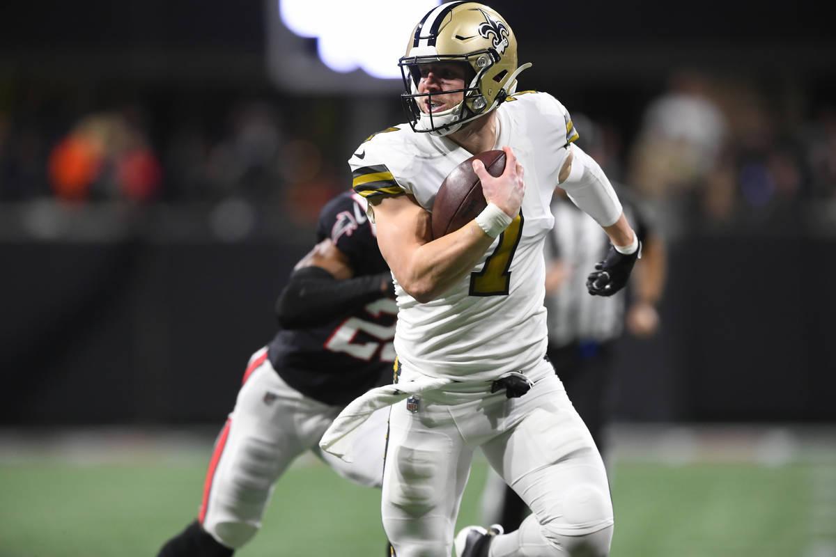 New Orleans Saints quarterback Taysom Hill (7) runs for a touchdown against the Atlanta Falcons ...