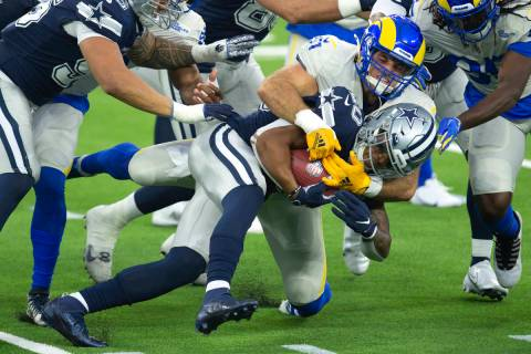 Los Angeles Rams linebacker Troy Reeder, back, tackles Dallas Cowboys running back Tony Pollard ...