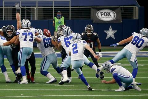 Dallas Cowboys' Greg Zuerlein (2) kicks a field goal in the closing seconds of an NFL football ...
