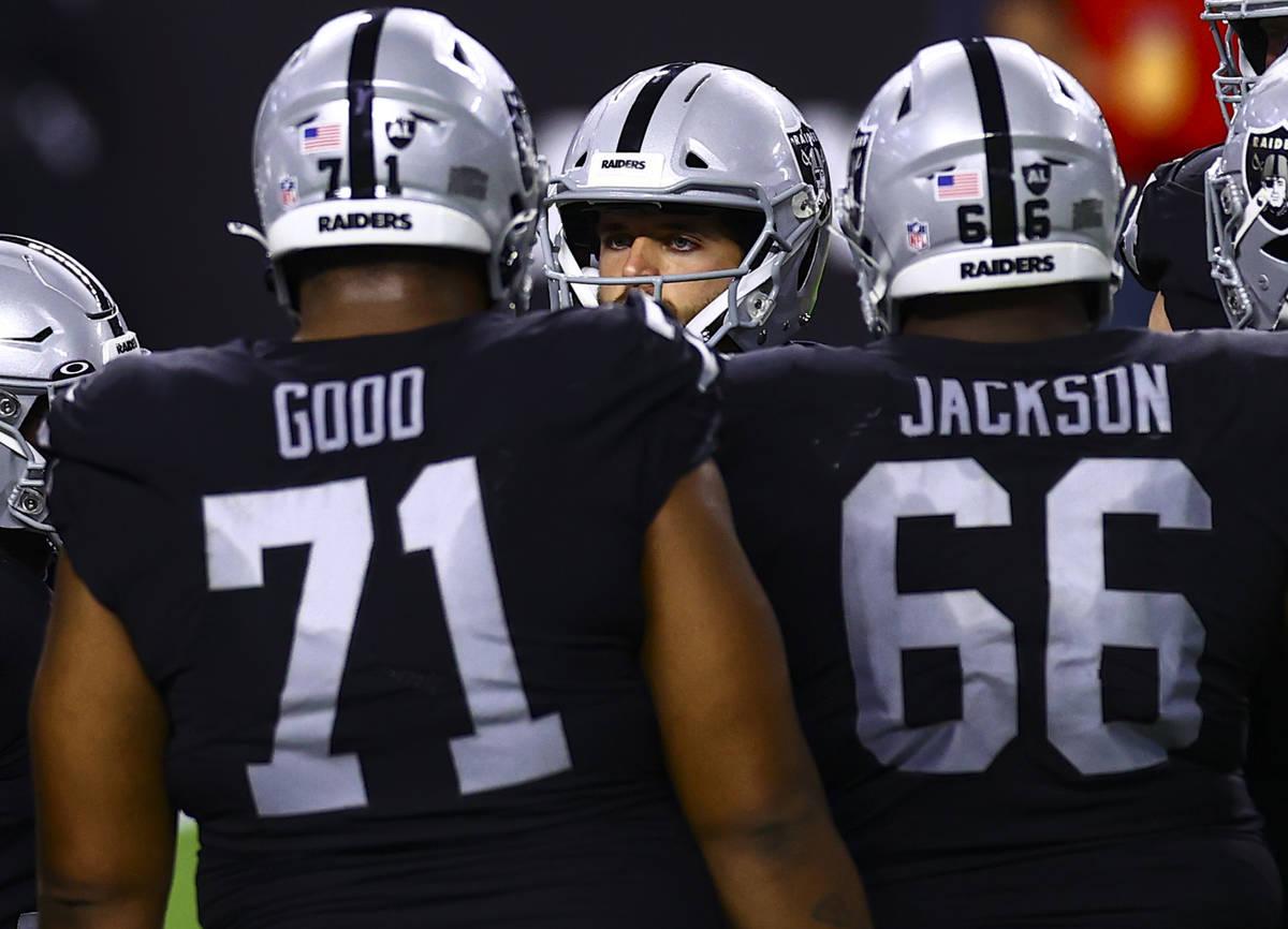 Las Vegas Raiders quarterback Derek Carr (4) huddles with teammates during the third quarter of ...