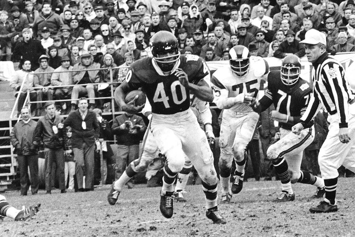 In an Oct. 27, 1969, file photo, Chicago Bears running back Gale Sayers (40) runs for a 28-yard ...