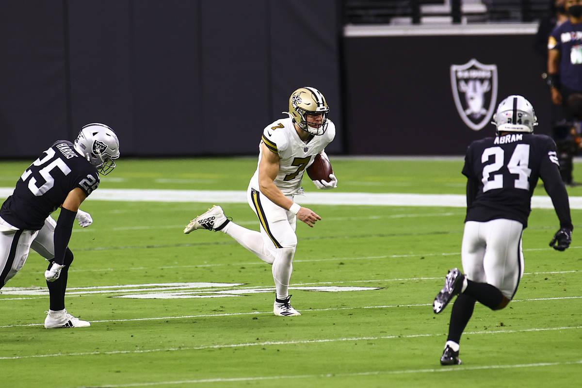 New Orleans Saints quarterback Taysom Hill (7) runs the ball between Las Vegas Raiders free saf ...
