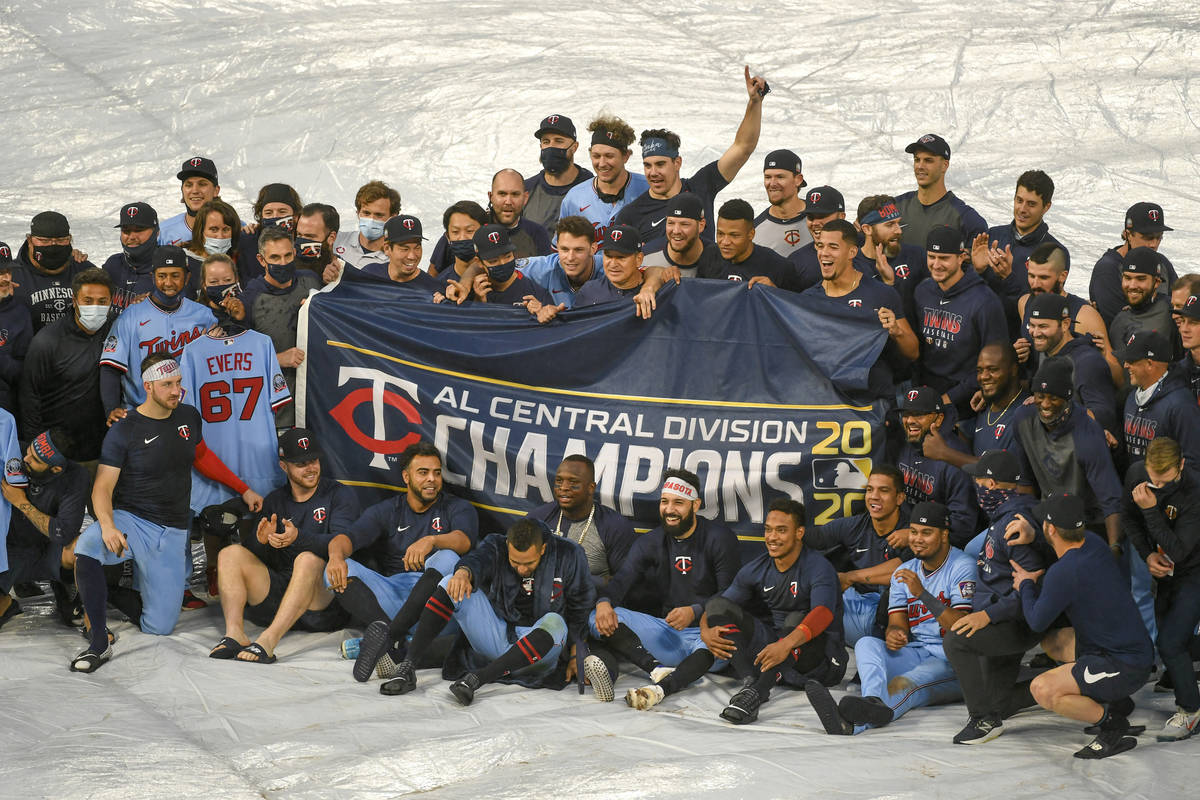 Members of the AL Central champions Minnesota Twins pose for a photo in the rain after their ba ...